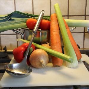 Werken in de keuken_koken_soep_verse ingredienten